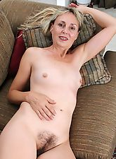 Older blonde amateur exposes her hairy bush