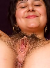 Sarah S finger bangs her furry bush