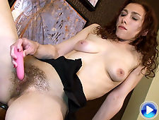 Hairy girl Amanda loves to watch other hairy girls